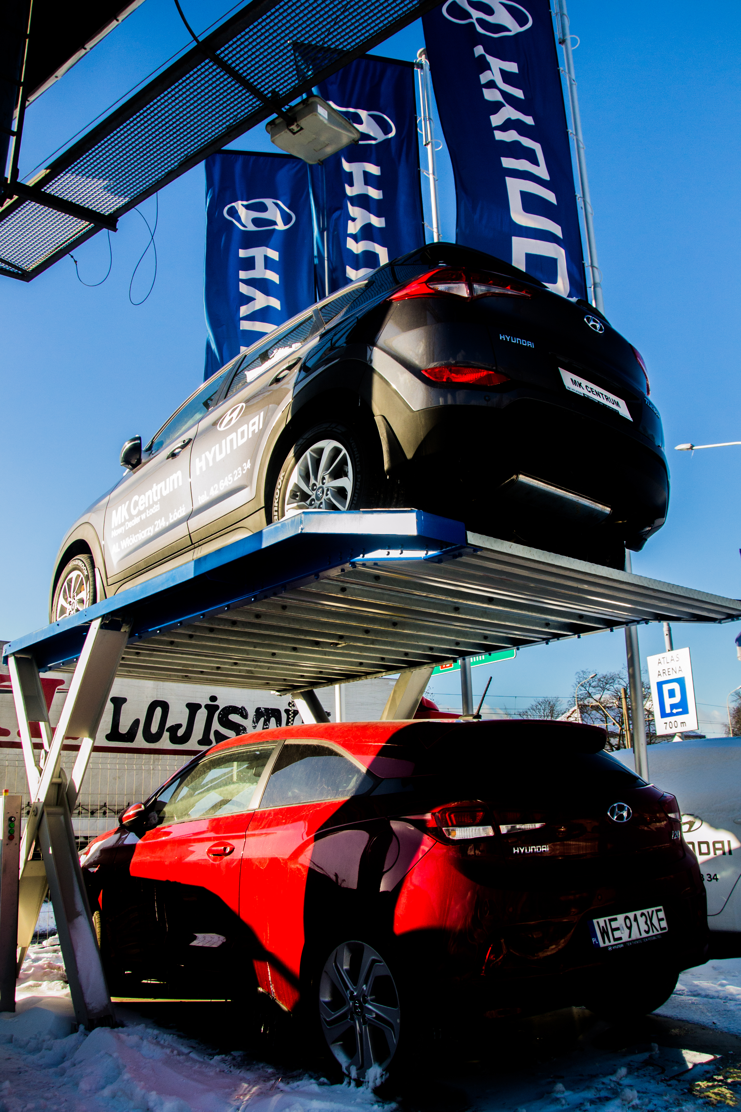 Parking MODULO Scissor w łódzkim salonie samochodowym